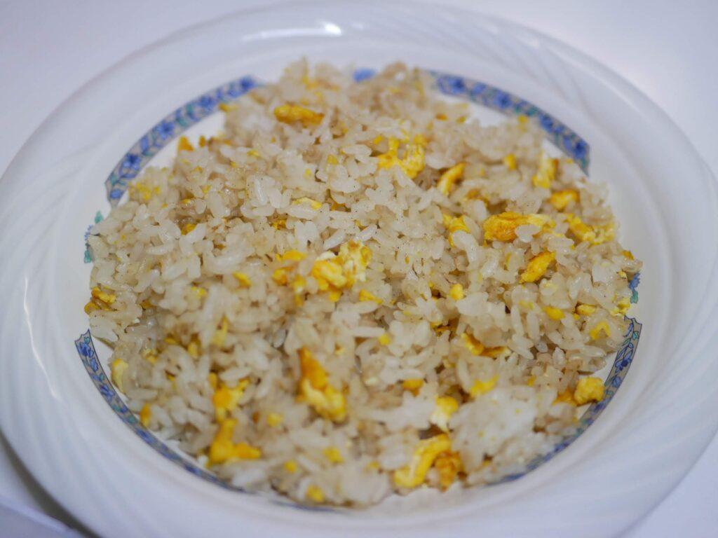 お米は、外側パリパリ、中もっちりのタマゴだけのシンプルチャーハン。大好評中!