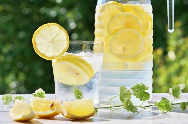 レモン水は、つめたくて美味しいです。