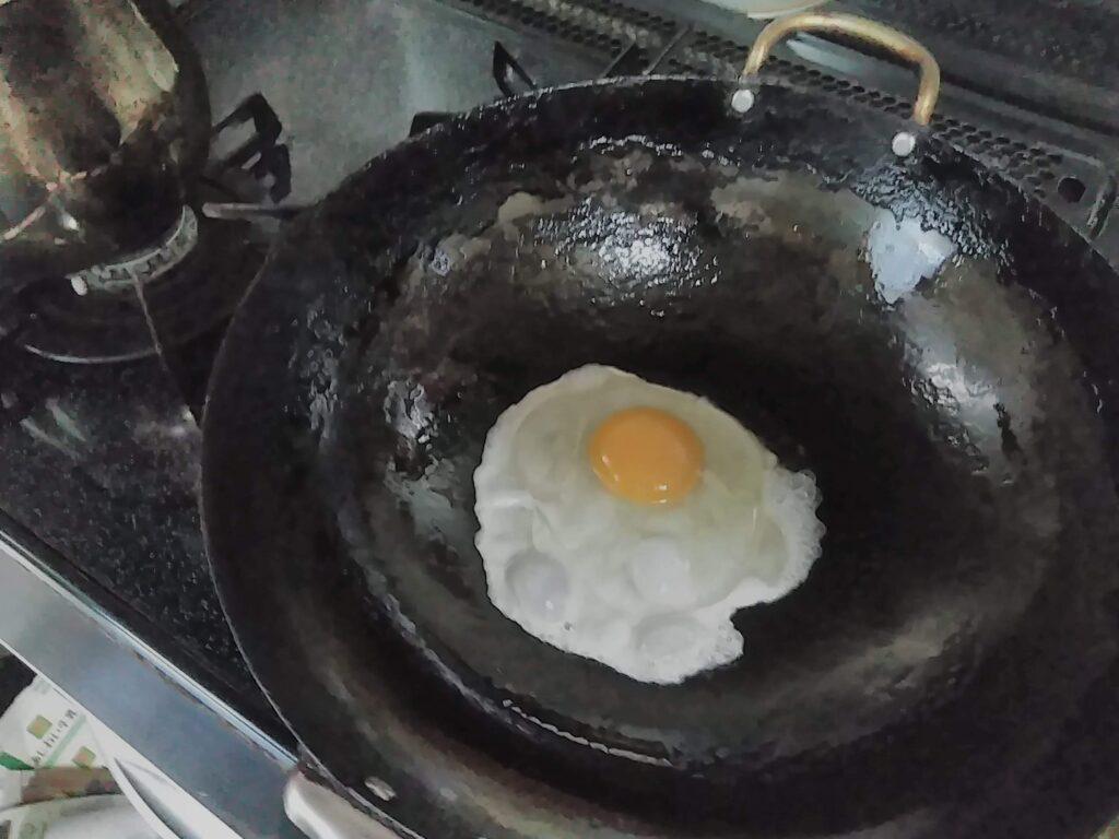 生卵を一戸投入。