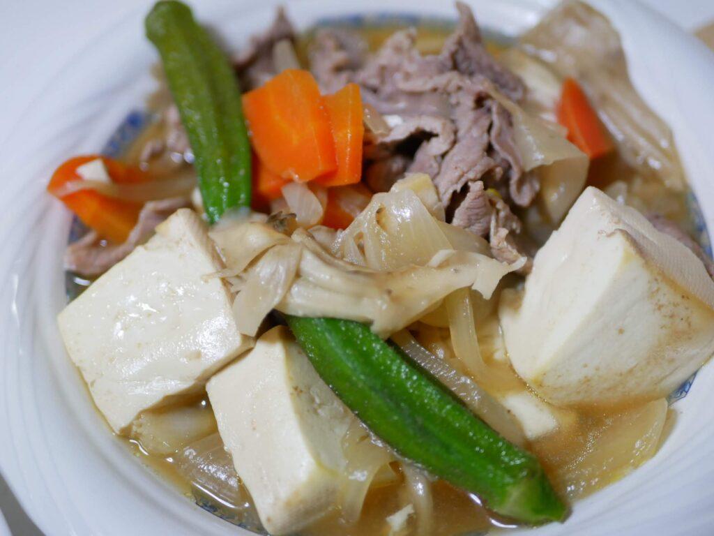 オクラと豚肉ととうふと野菜のスープ