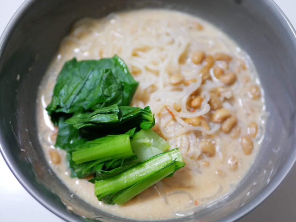 納豆入りのタンタン風の麺