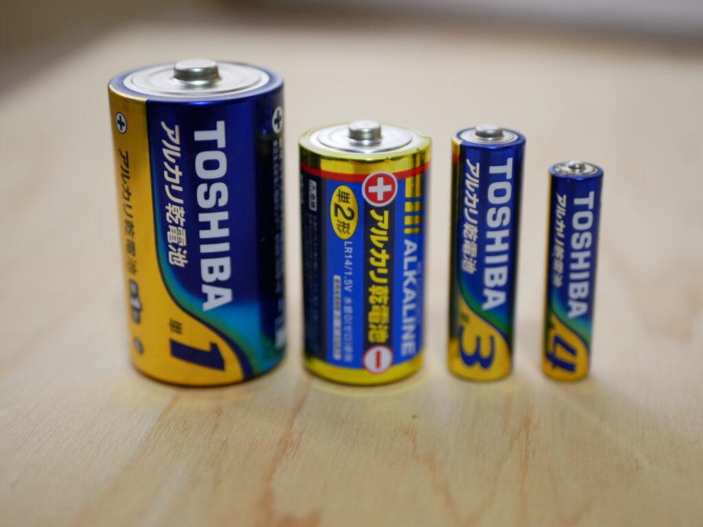 乾電池 左から 単1、単2、単3、単4