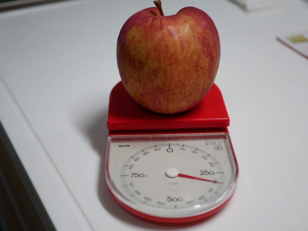 りんごは栄養価が高いくだものです。